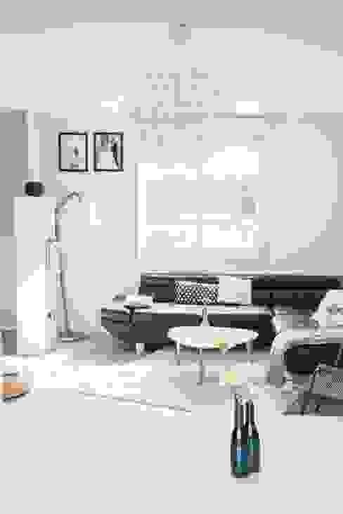 Une pièce à vivre aux airs Scandinaves par E/P ESPACE DESIGN - Emilie Peyrille Scandinave