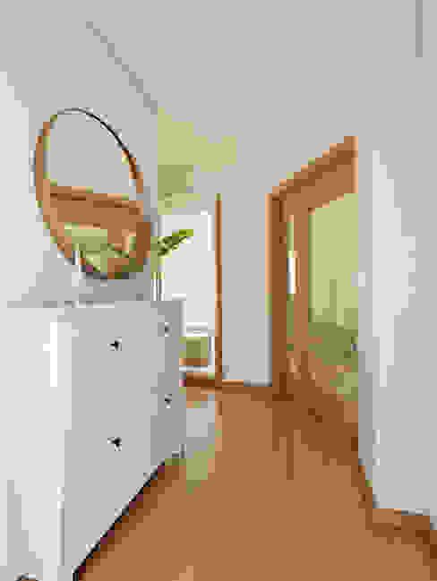 Pasillos, vestíbulos y escaleras de estilo minimalista de José Tiago Rosa Minimalista