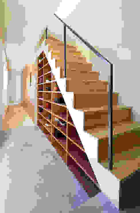 現代風玄關、走廊與階梯 根據 板元英雄建築設計事務所 現代風