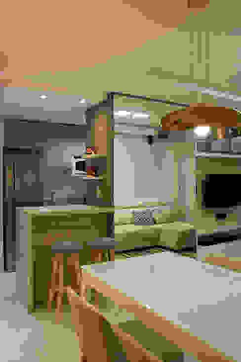 Modern living room by ARQ Ana Lore Burliga Miranda Modern Glass