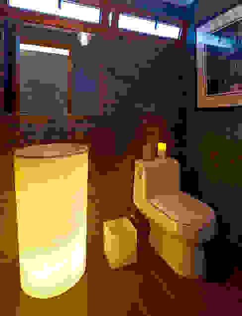 Bathroom by VICTORIA PLASENCIA INTERIORISMO,