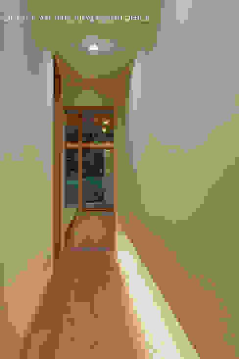 Hành lang, sảnh & cầu thang phong cách hiện đại bởi atelier137 ARCHITECTURAL DESIGN OFFICE Hiện đại