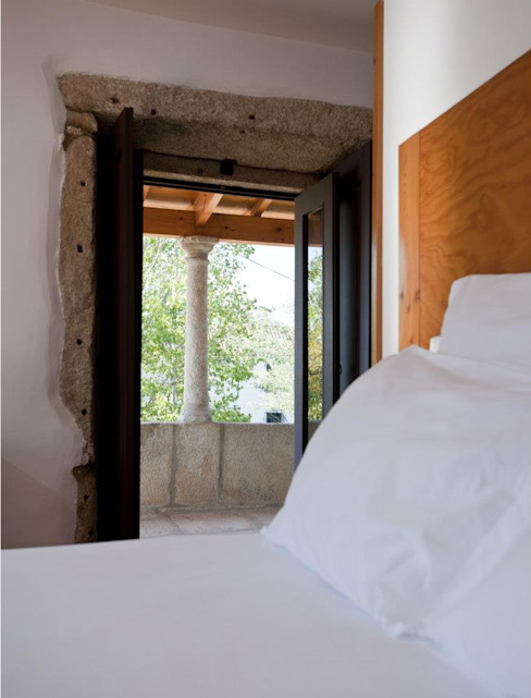 Miguel Guedes arquitetos의  침실, 러스틱 (Rustic)