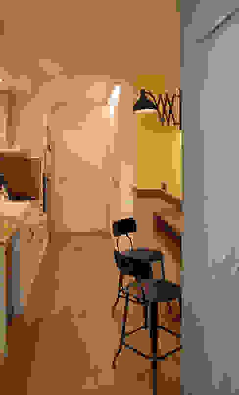 Projekty,  Kuchnia zaprojektowane przez Vicente Galve Studio, Industrialny Lite drewno Wielokolorowy