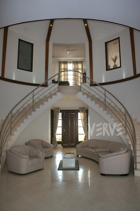 VILLA Modern corridor, hallway & stairs by VERVE GROUP Modern Iron/Steel