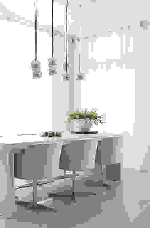 Appartement aan Zee:  Eetkamer door Grego Design Studio,