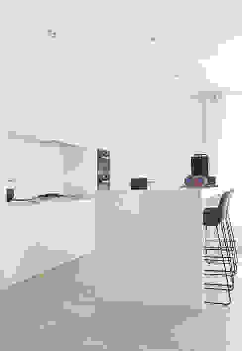 Appartement aan Zee:  Keuken door Grego Design Studio,