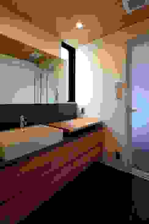 Modern bathroom by 有限会社Kaデザイン Modern