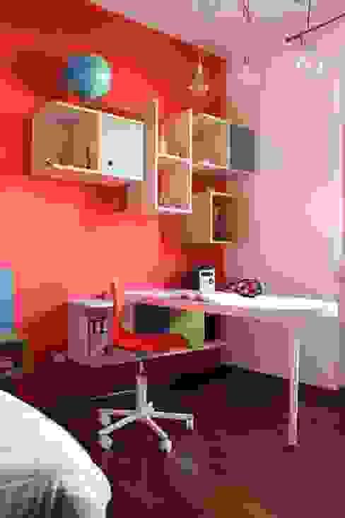 Modern style bedroom by OGARREDO Modern