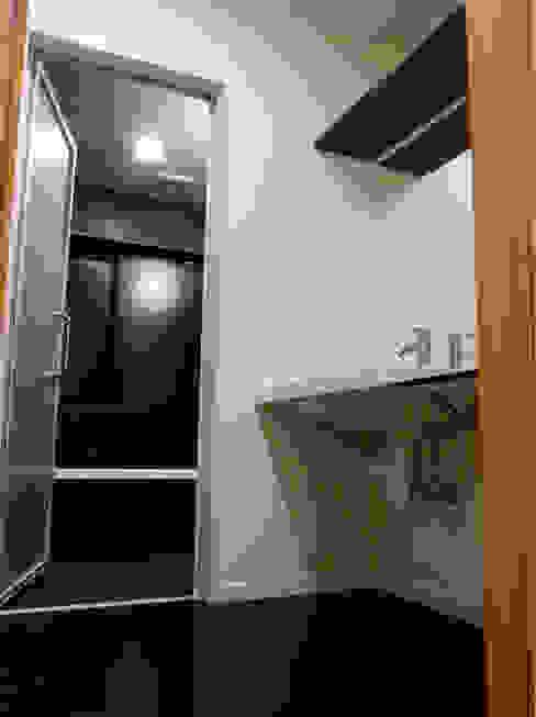 葛飾の住宅 モダンスタイルの お風呂 の ㈱姫松建築設計事務所 モダン