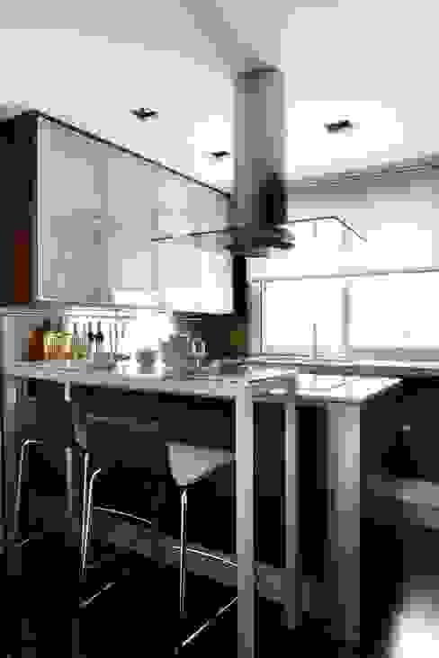 RIVIA MILLENIUM ARCHITECTURE Cocinas de estilo moderno
