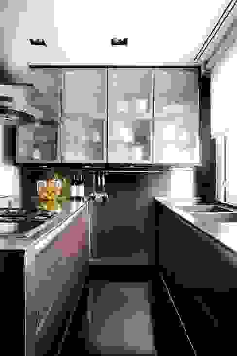 RIVIA Cocinas de estilo moderno de MILLENIUM ARCHITECTURE Moderno