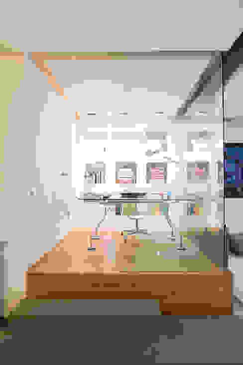 SALUD MILLENIUM ARCHITECTURE Estudios y despachos de estilo moderno