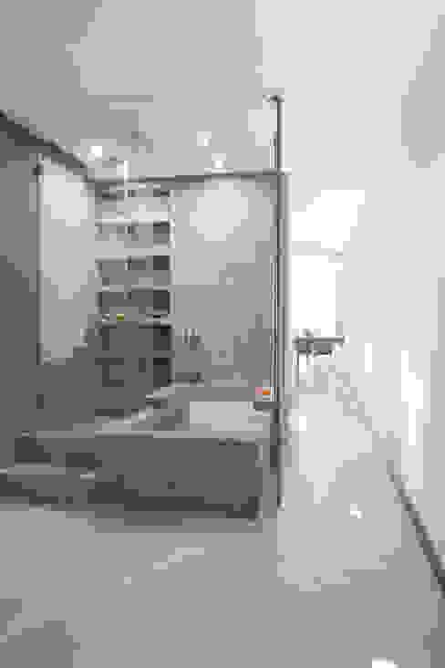 SALUD Baños de estilo moderno de MILLENIUM ARCHITECTURE Moderno