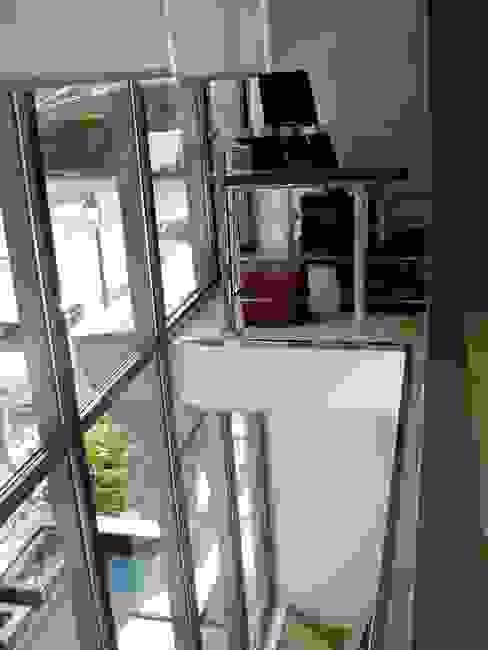 BIOCLIMATIC Pasillos, vestíbulos y escaleras de estilo moderno de MILLENIUM ARCHITECTURE Moderno