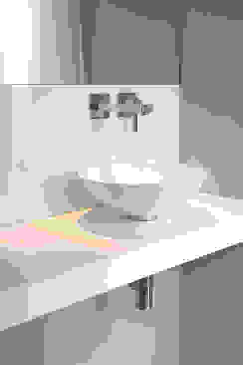 Moderne badkamers van Marcus Hofbauer Architekt Modern