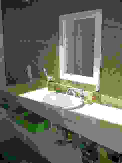 Baño hijos Baños de estilo rústico de Fainzilber Arqts. Rústico