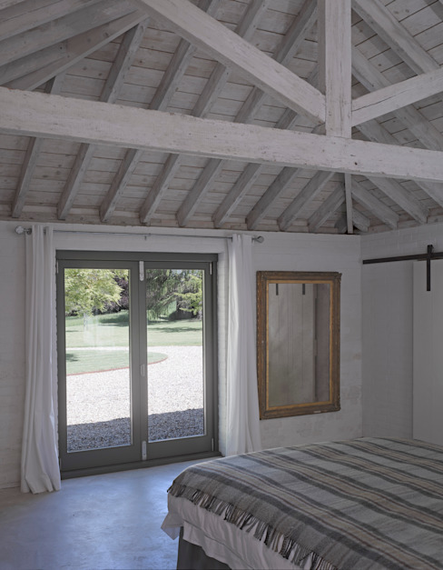​The bedroom at the Cow Shed Modern style bedroom by Nash Baker Architects Ltd Modern Wood Wood effect