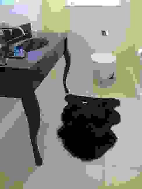 LUXURY INTERIORS モダンスタイルの お風呂 の Shandler Homes Ltd モダン