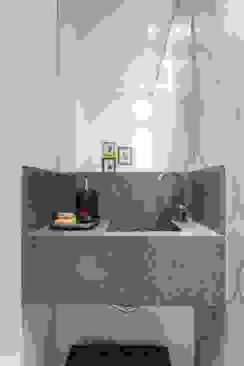 Nowoczesna łazienka od Kali Arquitetura Nowoczesny