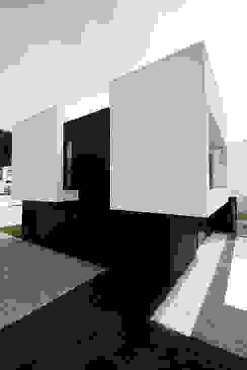 Modern home by TRAMA arquitetos Modern