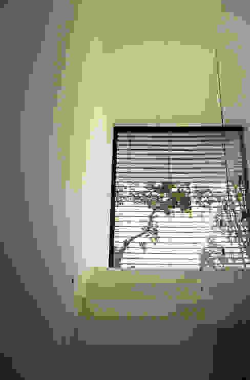 STL_03: Casas  por TRAMA arquitetos,Moderno