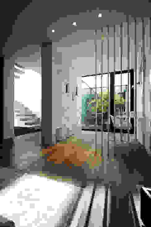 Salas / recibidores de estilo  por TRAMA arquitetos