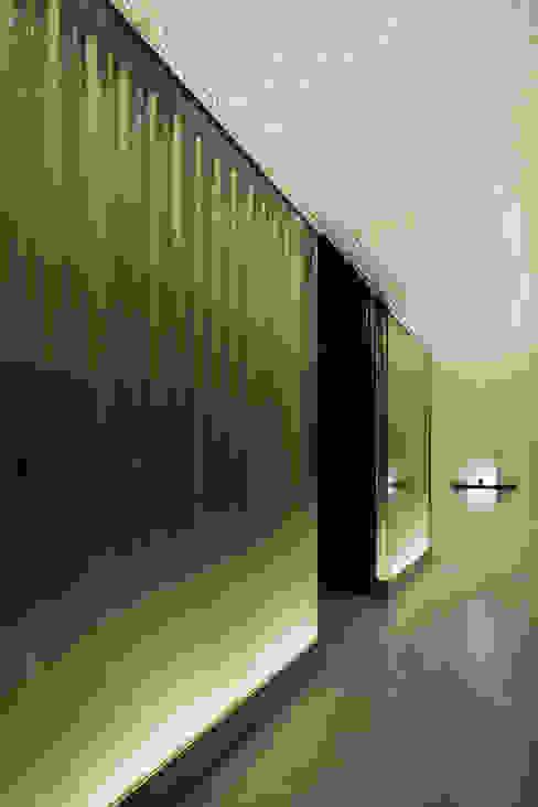 藤村デザインスタジオ / FUJIMURA DESIGIN STUDIO ห้องโถงทางเดินและบันไดสมัยใหม่ กระจกและแก้ว White