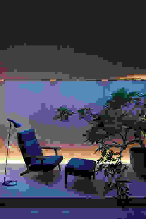 O邸 Livings de estilo moderno de 中塚健仁建築設計事務所 Moderno