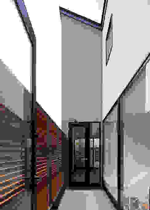 2階テラス オリジナルデザインの テラス の Unico design一級建築士事務所 オリジナル