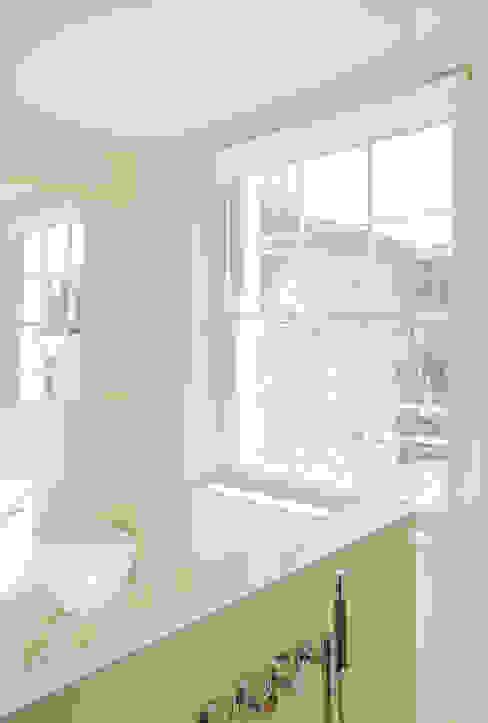 Bathroom at the Chelsea House モダンスタイルの お風呂 の Nash Baker Architects Ltd モダン