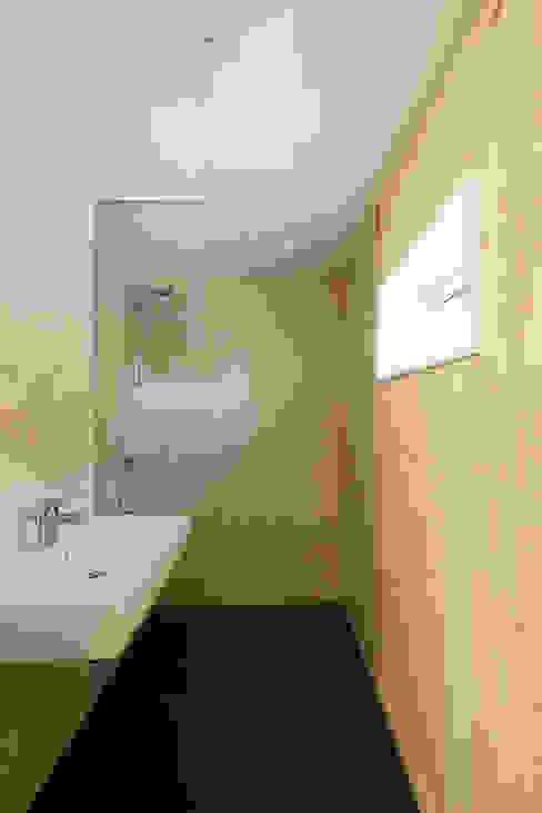 Ddacha:  Badkamer door DDacha, Scandinavisch