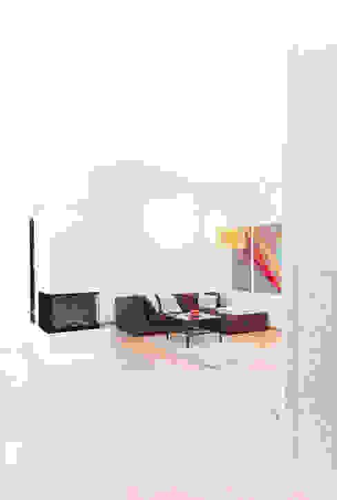 Wohnhaus in Siedlungslage, Österreich Moderne Wohnzimmer von STUDIO 54 Ziviltechniker GmbH Modern