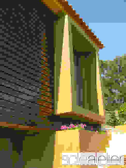 Casas de estilo rústico de SOLE ATELIER, LDA Rústico