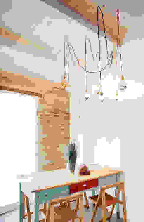 Salas de jantar mediterrânicas por Ossigeno Architettura Mediterrânico