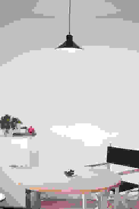 Casa S Sala da pranzo minimalista di TIPI STUDIO Minimalista