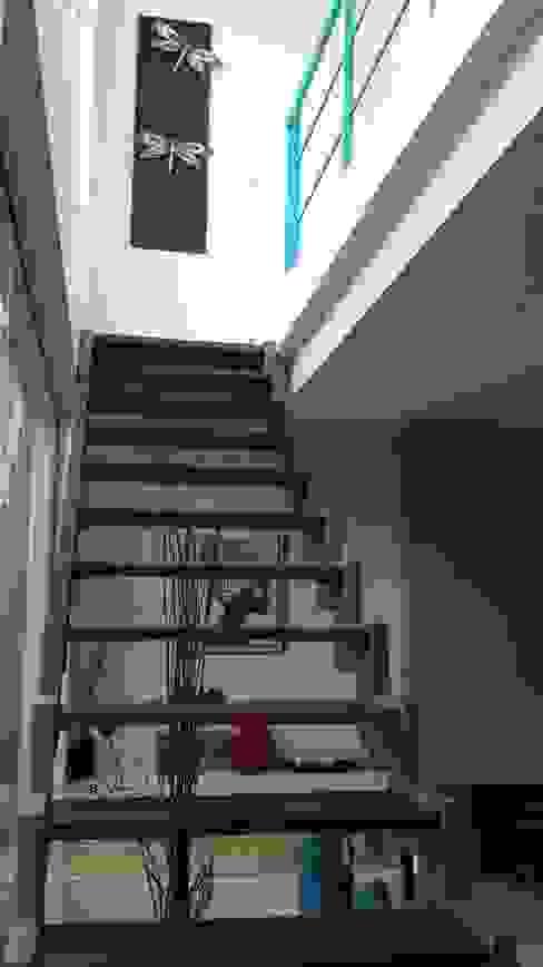 Pasillos y recibidores de estilo  por Arquitectos Building M&CC - (Marcelo Rueda, Claudio Castiglia y Claudia Rueda), Moderno