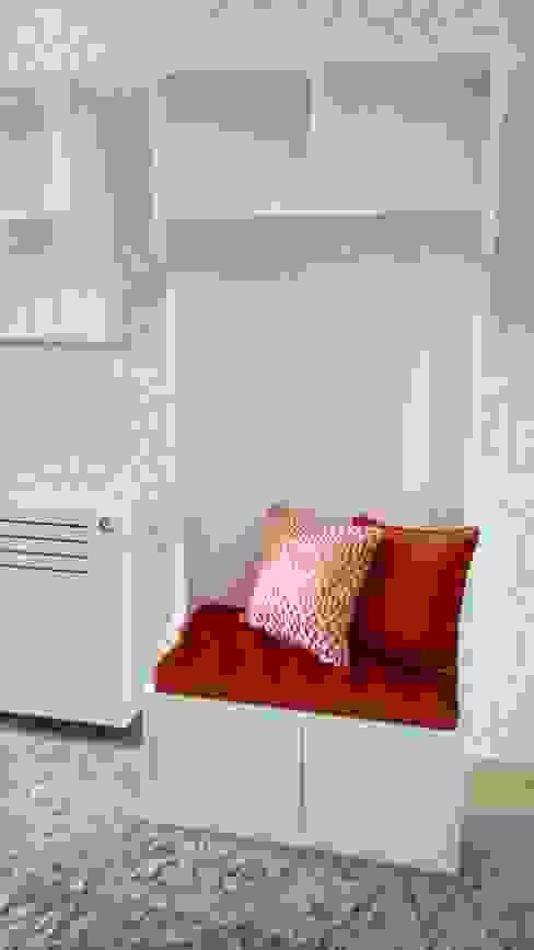 por Andreia Louraço - Designer de Interiores (Contacto: atelier.andreialouraco@gmail.com) , Moderno Madeira Efeito de madeira