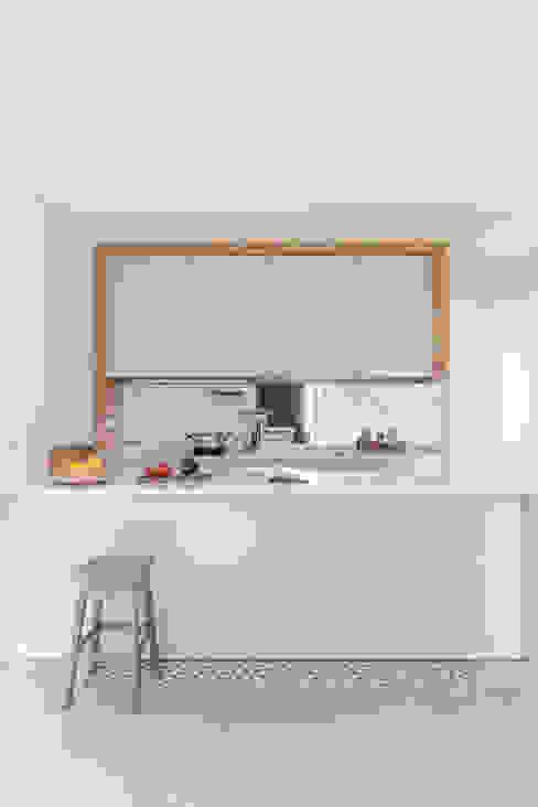 Casa DL Cozinhas minimalistas por URBAstudios Minimalista