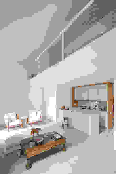 Minimalist kitchen by URBAstudios Minimalist