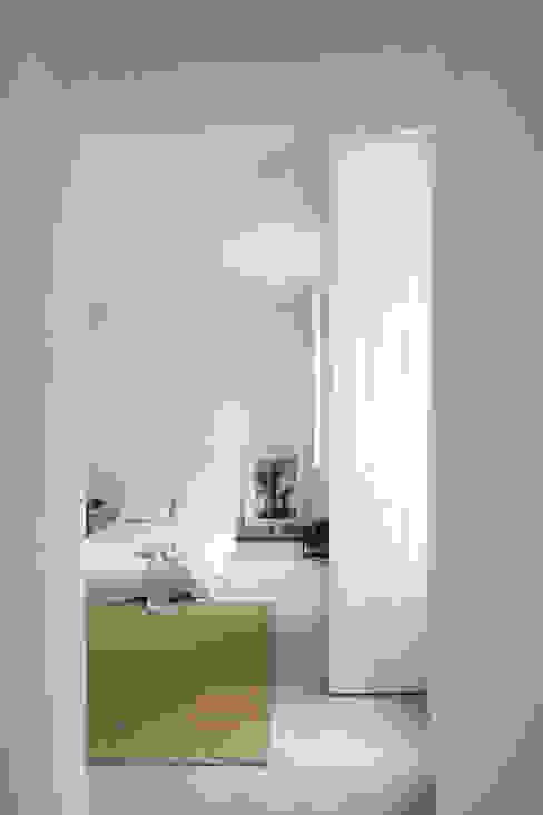 Minimalistische slaapkamers van URBAstudios Minimalistisch