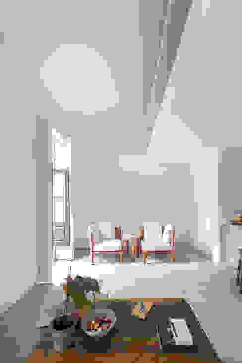 Casa DL Salas de estar minimalistas por URBAstudios Minimalista