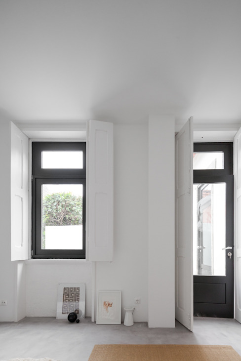 Minimal style window and door by URBAstudios Minimalist