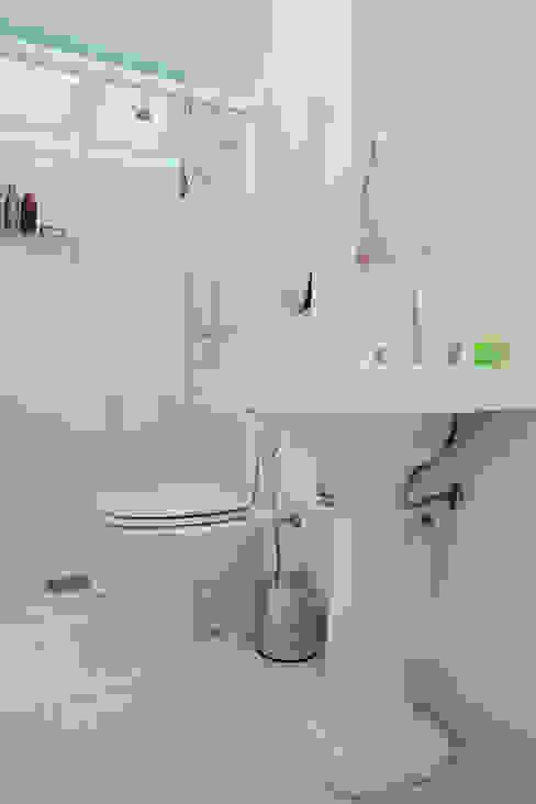 Phòng tắm by CMSP Arquitetura + Design