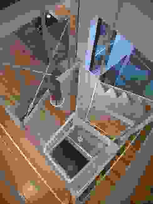 階段 オリジナルスタイルの 玄関&廊下&階段 の Unico design一級建築士事務所 オリジナル