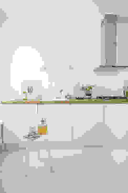 Cocinas de estilo escandinavo de Design Studio Nu Escandinavo