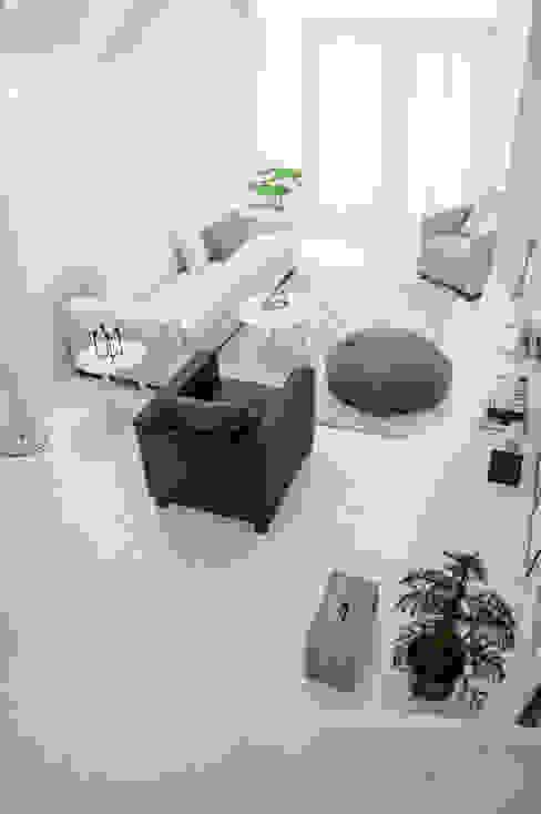 Soggiorno in stile scandinavo di Design Studio Nu Scandinavo