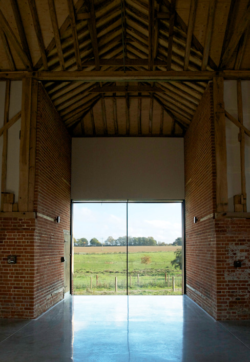 Church Hill Barn, Suffolk Finestre & Porte in stile moderno di David Nossiter Architects Moderno
