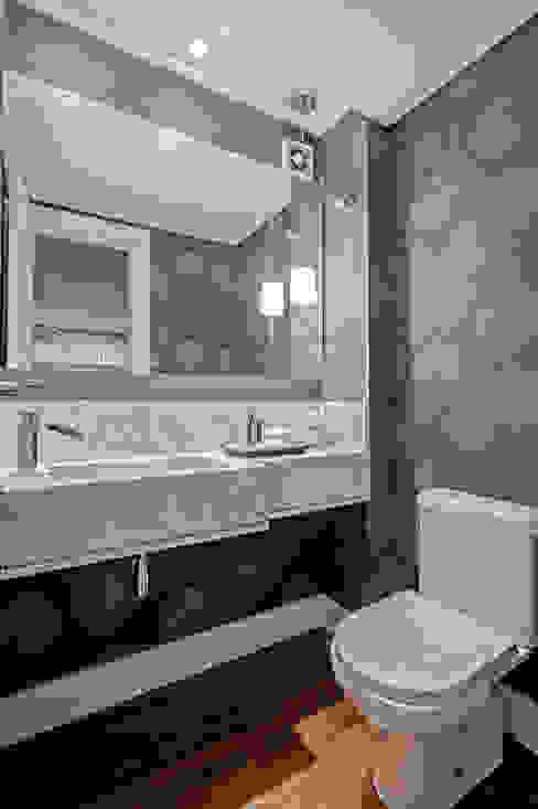 Apartamento 601 Banheiros modernos por Patrícia Azoni Arquitetura + Arte & Design Moderno