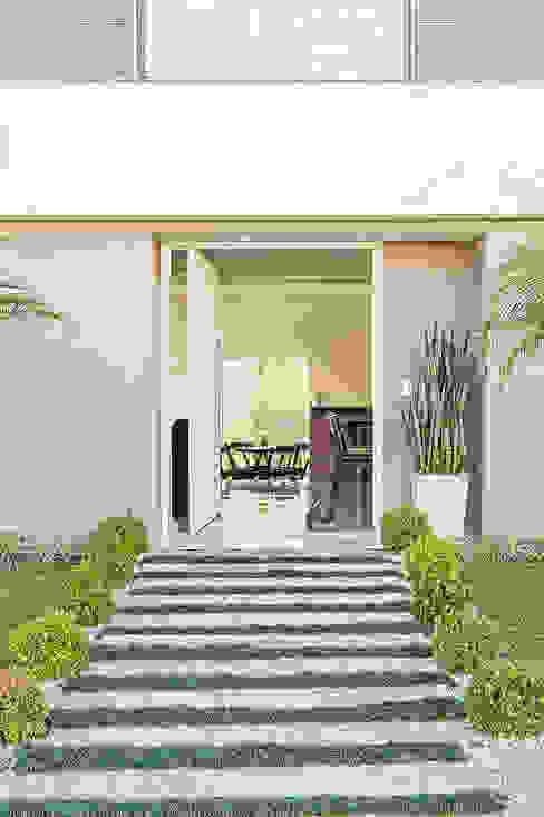منازل تنفيذ Patrícia Azoni Arquitetura + Arte & Design,